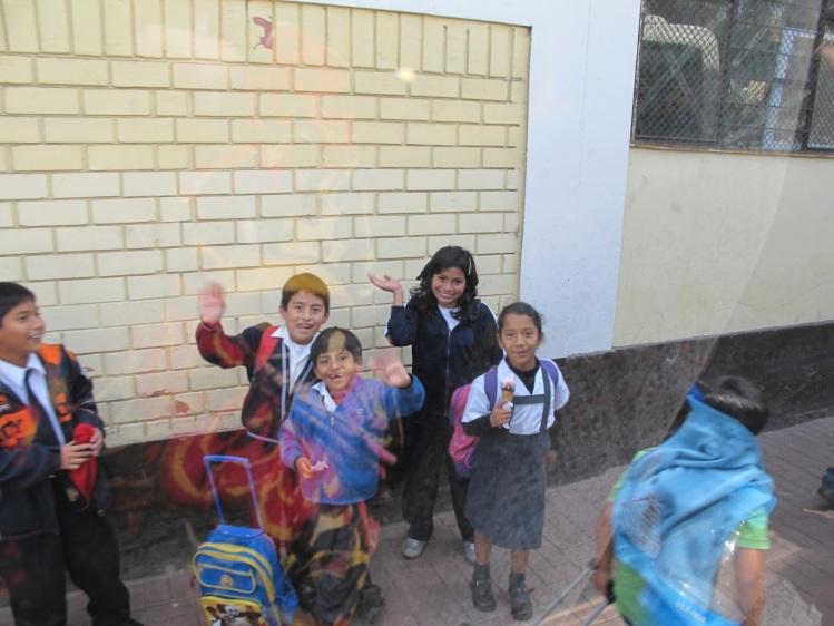 children waving