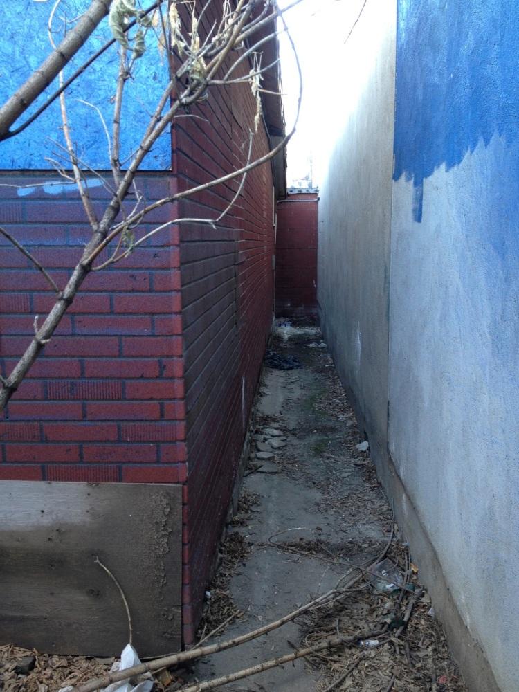 narrow walkway