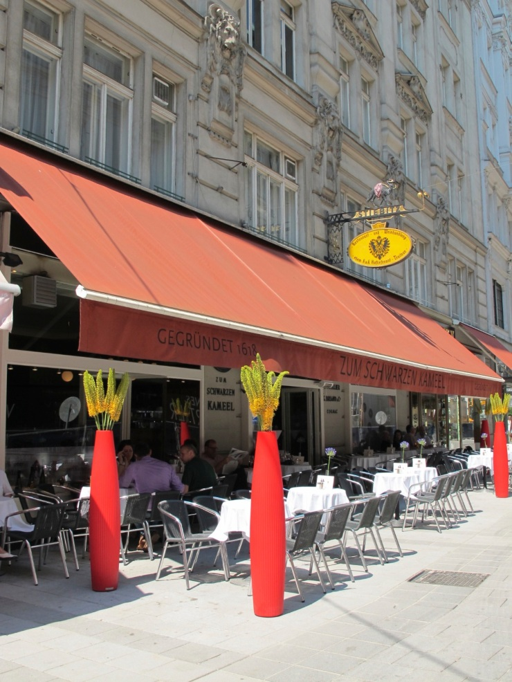 restaurant sidewalk seating