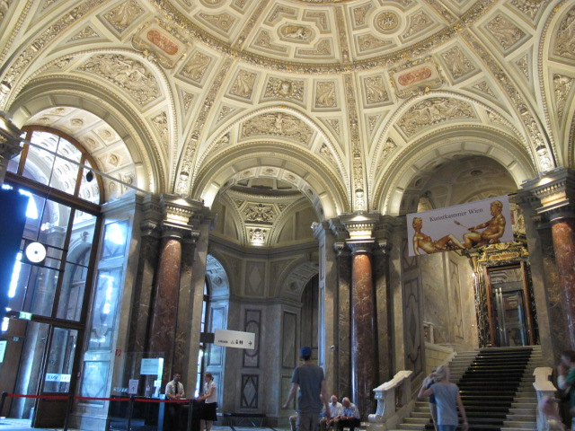 museum entry space, Kunsthistorisches Museum Vienna, Austria