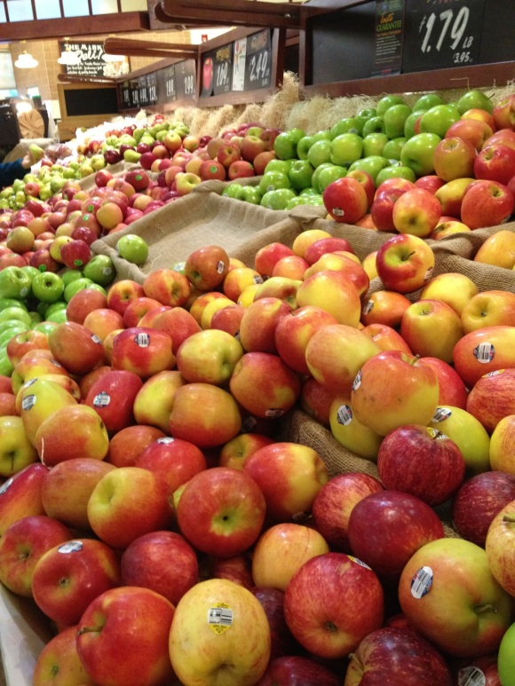 grocery store apple display