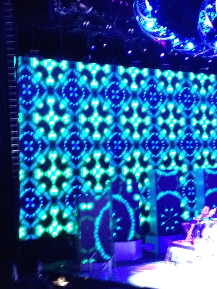 blue/green light pattern