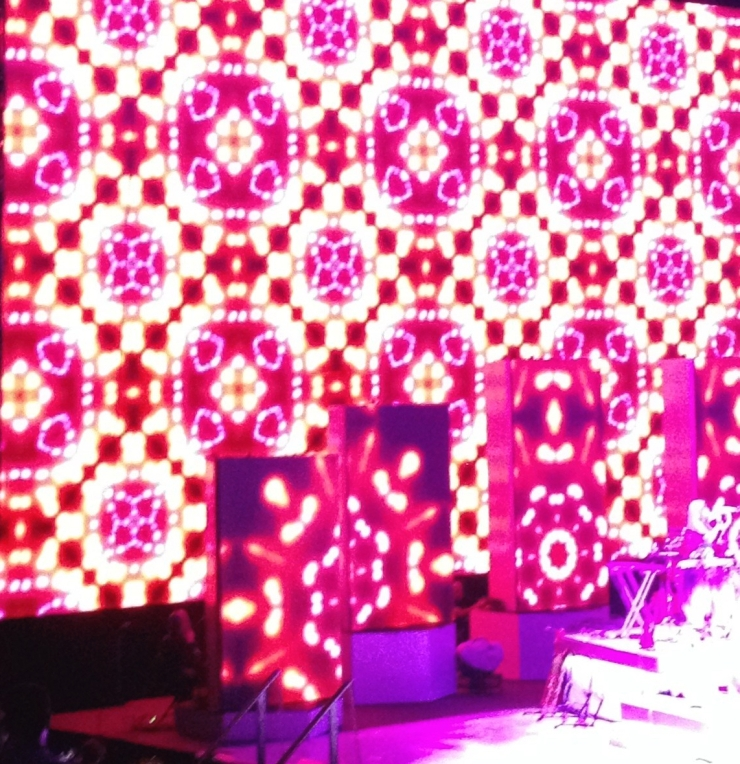 pink and red light pattern